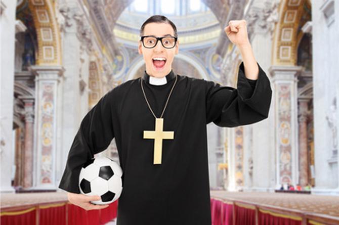 Sacerdote se fue al Mundial con dinero que donaron los feligreses para obras de caridad