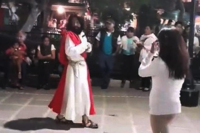 Captan a 'Jesús' borracho en Tlaxcala #VIDEO