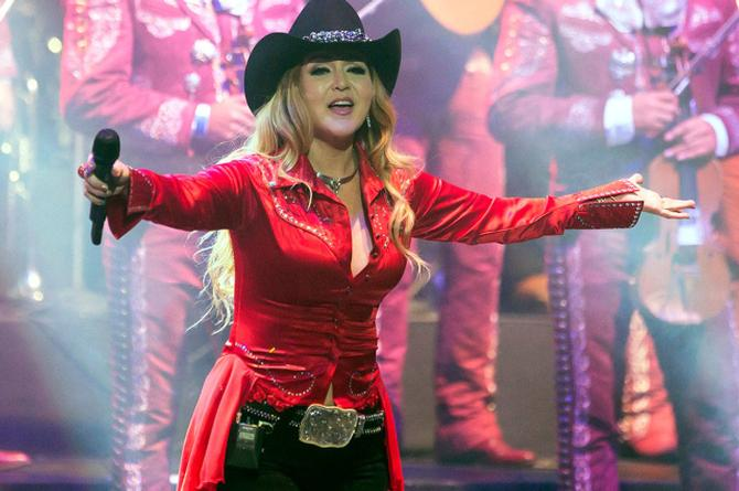 Alicia Villareal regresa a las rancheras