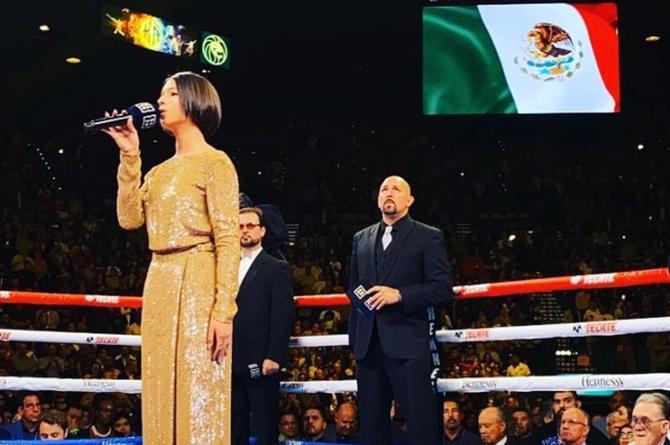 Pepe Aguilar presume que Ángela cantó en la pelea del 'Canelo' #FOTO