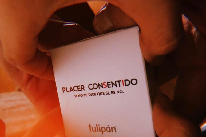 Este condón sólo se abre si ambos quieren 'echar pasión' #VIDEO