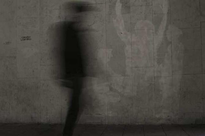Fantasma deambula por las solitarias calles de Argentina (+video)
