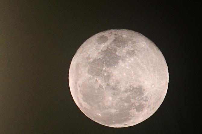 Hoy martes la luna será la más grande del año; aquí los detalles
