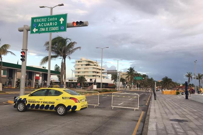 Cierran bulevar Ávila Camacho para evitar ingreso a las playas en Veracruz