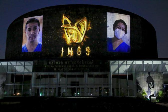 Proyectan 'Mural de los Héroes de la Salud' en fachada de hospital (+video)