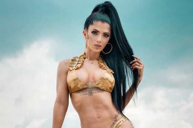 Kimberly Flores para el corazón con sensuales imágenes (+fotos)