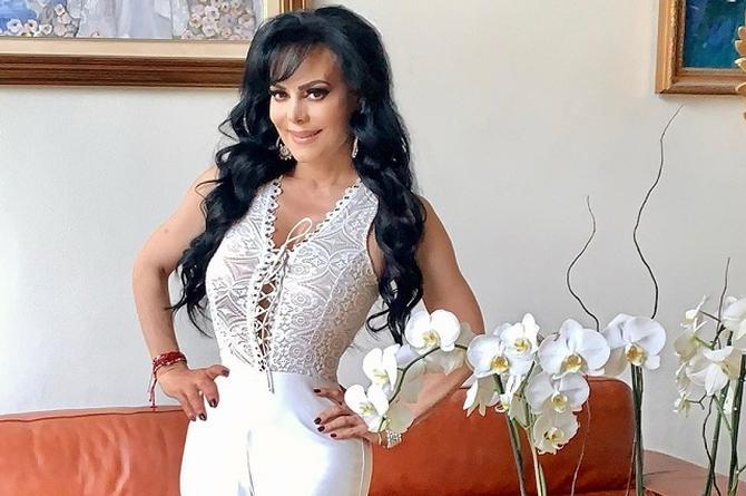 Maribel Guardia sufre percance en el estacionamiento de Televisa (+videos)