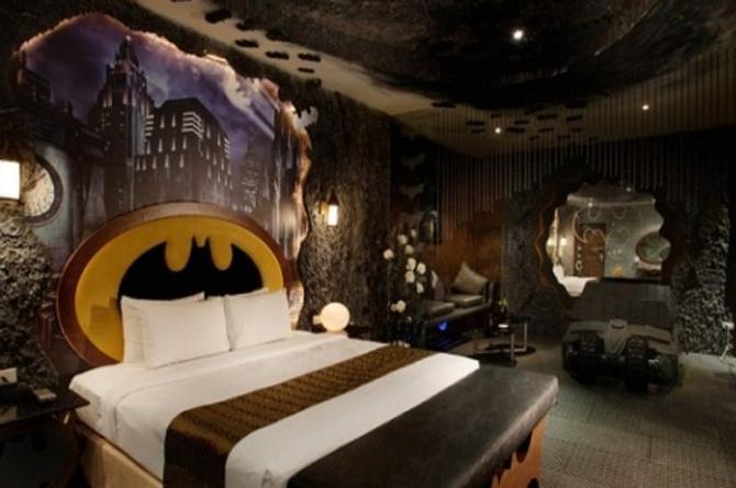 Motel inaugura la 'Baticueva del Amor'