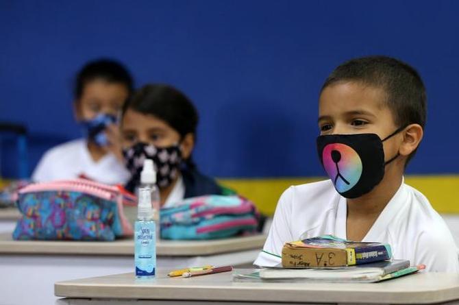 Pese a prohibición por COVID-19, escuelas particulares retomarán clases presenciales