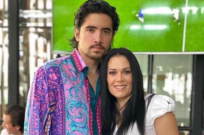 Impacta ex esposa y madre de hijos de Alejandro Fernández en traje de baño (+foto)