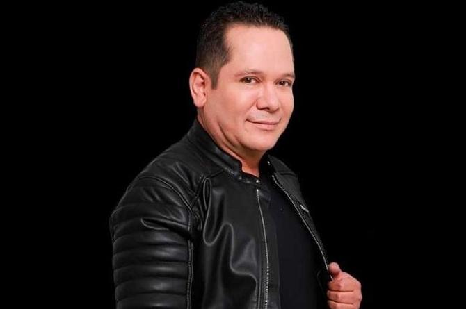 Danny Guillén quiere hipnotizar con su álbum 'Románticamente'