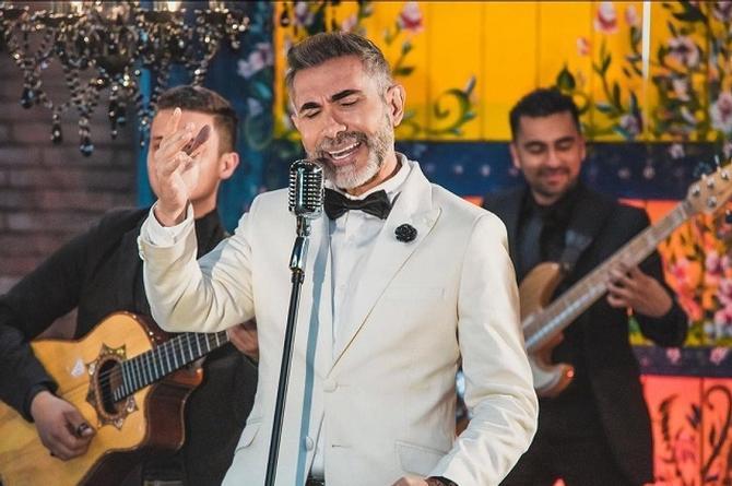 Fernando Gil extrae 'Una lágrima y un recuerdo' de su colección personal (+video)