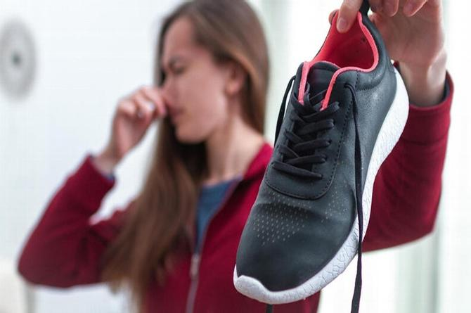 Cinco maneras de eliminar el mal olor de los zapatos