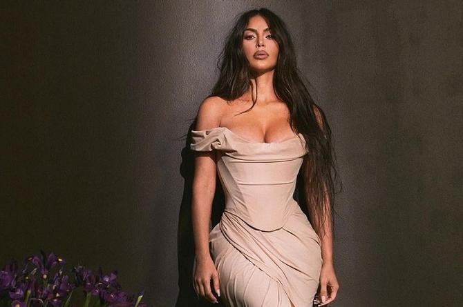 Kim Kardashian colapsa Instagram con impactante foto en traje de baño