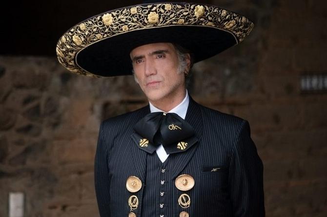 Alejandro Fernández presenta edición de lujo de 'Hecho en México'
