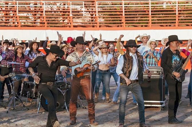 Regresa Caballo Dorado con versión rockera de 'Payaso de Rodeo' con Genitallica